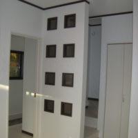 階段の明り採り窓